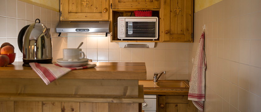 france_espace-killy-ski-area_tignes_village-montana-apartments_kitchen.jpg